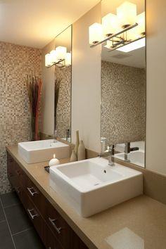 carrelage mural salle de bains: mosaïque en blanc, beige et gris