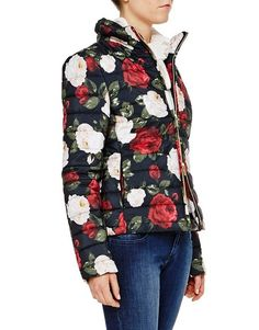 Winter Roses –Blugirl Fall Winter 2016/2017 • Down Jacket With Roses Print • The slim fit down jacket with high neck and zip fastening dresses up in pictorial roses with a touch of bright color.