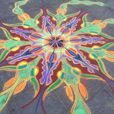 Sand Painting January 8th 2016    Follow me on Facebook http://www.facebook.com/joe.mangrum.art When sharing please include my links Ⓒ 1994-2015 Joe Mangrum http://www.joemangrum.com #sandart #sandpainting #NYC @joemangrum #colorful #art #streetart #art #streetlife To order T-shirts and more: j.mp/6colormangrum