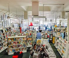 America's Best Comic Book Shops: Meltdown Comics, Los Angeles Sunset Boulevard 14,000-sq-ft