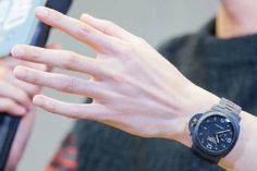 Wang Kai's hands