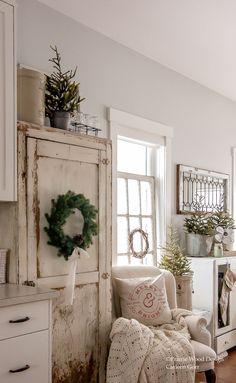 French Country Farmhouse, Farmhouse Chic, White Farmhouse, Farmhouse Ideas, Family Room Decorating, Farmhouse Style Decorating, Decorating Ideas, All White Room, White Rooms