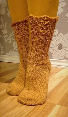 Boho Bonbon: Pitsireunaiset villasukat - Knitted socks with lace edge