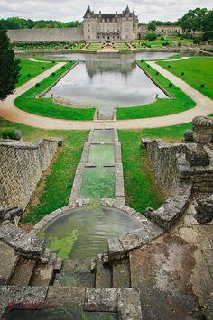 Château de la Roche Courbon, XVe siècle transformé en 1630 en une élégante demeure, Haut lieu de Saintonge. La Roche Courbon aussi appelée château de la belle au bois dormant, France