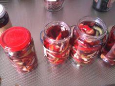 Kijk ze eens lief liggen achter glas, reepjes paprika voor salades en voor gewoon uit het vuistje !