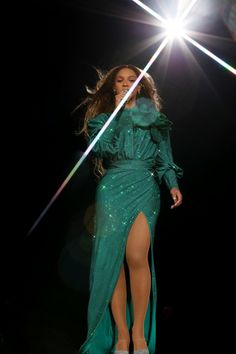 Find images and videos about beyoncé, mrs carter and beyonce knowles on We Heart It - the app to get lost in what you love. Beyonce Knowles Carter, Beyonce And Jay Z, Ivy Park Beyonce, Style Beyonce, Balmain, Divas, Mrs Carter, Queen B, Outfits