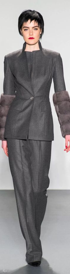 Fall 2018 RTW Zang Toi Fur Fashion, High Fashion, Fashion Fall, Classic Style Women, Timeless Classic, Autumn Winter Fashion, Winter Style, Fur Clothing, Women In Leadership