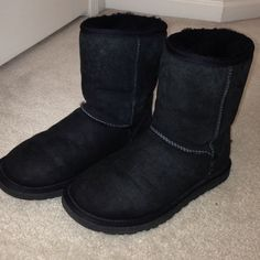 Black UGG boots, Classic Short Good condition UGG Shoes Winter & Rain Boots
