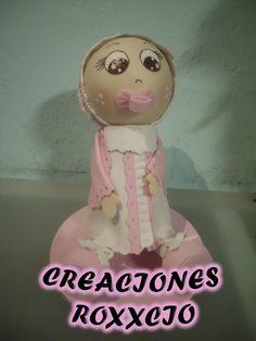 fofucha bebe sentada y con chupon para pastel de cumpleaños