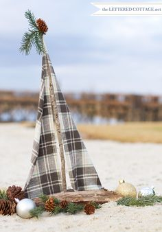 Deck out your driftwood sailboat for Christmas! Sea 16 unique boats here: See 16 Unique Driftwood Sailboats here: http://www.completely-coastal.com/2010/10/wood-craft-ideas.html