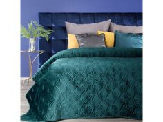 Black Bedspread, Queen Size Bedspread, Velvet Bedspread, Bedroom Turquoise, Turquoise Home Decor, Super King Size Bed, Big Beds, Quilted Bedspreads, Scrappy Quilts