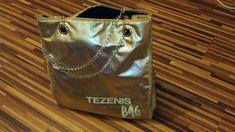 zlatá taška TEZENIS BAG s retiazkou, pôvodne bola zlatá časť koženky prepletená aj cez retiazku. Trošku obnosená, nemožné vyhodiť. Zakúpená v second hand - ako nová. Bago, Second Hand, Keds, Tote Bag, Totes, Tote Bags