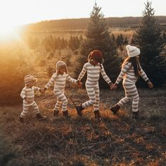 ✔ Christmas Pictures Ideas In Pajamas Family Christmas Pictures, Family Christmas Pajamas, Family Christmas Cards, Christmas Tree Farm, Christmas Pics, Christmas Decor, Merry Christmas, Farm Pictures, Family Pictures