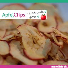 Apfelchips 🍎 Discover a lot more mom hacks, tips, tricks, simple family recipes and children's snack Baby Food Recipes, Healthy Dinner Recipes, Healthy Snacks, Dessert Recipes, Easy Family Meals, Kids Meals, Broccoli Crust Pizza, Baby Snacks, Sweet Potato Toast