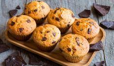 Pokud čokoládu zamícháte přímo do těsta, budou i ze spodu příjemně sladké.