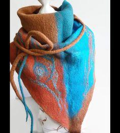Dreieckstücher - Filzschal Dreiecktuch gefilzt braun-rost-türkis - ein Designerstück von SweetDecor bei DaWanda