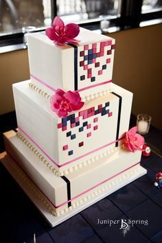 4216b8cca4c6153cea4b39344b048bcf--wedding-cake-red-square-wedding-cakes.jpg (236×354)