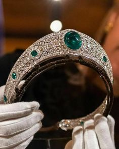 TIARA NEWS: HRH Princess Eugenie's Wedding Attire on Display . Starting March Princess Eugenie's dress and tiara are going on… Royal Crown Jewels, Royal Crowns, Royal Tiaras, Royal Jewelry, Tiaras And Crowns, Diamond Tiara, Diamond Jewelry, Antique Jewelry, Vintage Jewelry