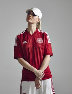 red and white. Football Shirt Designs, Football Tops, Jersey Fashion, Sport Fashion, Soccer Fans, Soccer Girls, Women's World Cup, Jersey Girl, Sport Girl