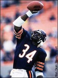 """""""Sweetness"""" Walter Payton Chicago Bears Arguably the best RB ever Nfl Football Players, Bears Football, Football Pics, Nfl Bears, Football Quotes, Football Stuff, Alabama Football, College Football, Walter Payton"""