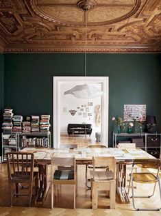 You should choose dining room paint colors that will create a comfortable atmosphere to dine. Different dining room paint colors serve different purposes Green Dining Room, Dining Room Colors, Dining Room Walls, Dining Room Design, Dark Green Walls, White Walls, Eclectic Design, Eclectic Decor, Ceiling Decor