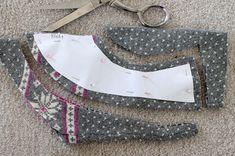 Cut the pattern out on the sweater fabric and fleece.
