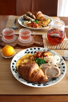 Gontoran-Sherie Breakfast Presentation, Breakfast Menu, Food Presentation, Breakfast Recipes, Western Food, Cooking Recipes, Healthy Recipes, Food Platters, Cafe Food