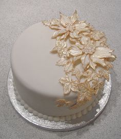 Christmas cake: white & gold