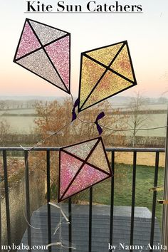 Have a supercalifragilisticexpialidocious time making these Mary Poppins inspired kite sun catchers. Mary Poppins Book, Book Crafts, Arts And Crafts, Theme Days, Funny Animal Quotes, Art N Craft, Art Projects, Stem Projects, Disney Crafts