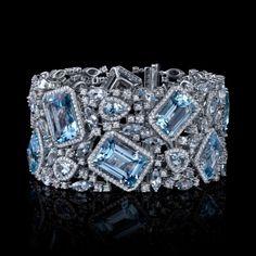 valkokulta sininen topaasi ja timantteja