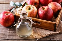 Of all the ancient folk remedies, apple cider vinegar may just be the most popular and widely known. Enthusiasts claim that apple cider vinegar is practically a How To Make Vinegar, Apple Cider Vinegar Remedies, Apple Cider Vinegar For Skin, Apple Cider Vinegar Benefits, Troubles Digestifs, Apple Health Benefits, Ginger Benefits, Vinegar Weight Loss, Natural Antibiotics