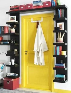 Bookshelf Door - Interior Design Ideas for Small Spaces & Flats… Wall Shelf Unit, Small Spaces, Interior, Home Hacks, Home, Bookshelves Built In, Small Bedroom, Decorating Your Home, Bookshelf Door