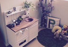 カラーボックスを使って作るおままごとキッチンの作り方を紹介。インテリアとしても活きてくるかわいいキッチンを作りませんか。