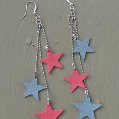 Longues boucles d'oreilles étoiles en cuir roses et bleues