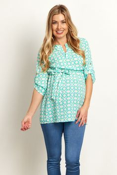 This gorgeous maternity top is perfect for showing off your bump in style from week to week. We love this feminine print and sash-tie detail that will make you feel pretty for any occasion. Dress this top up with skinny jeans and heels or dress it down with flats.
