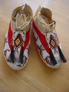 Men's fully beaded moccasins finished in 13/0 tri cut glass beads.