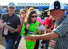 Danica Patrick's start is building buzz for NASCAR's Daytona 500