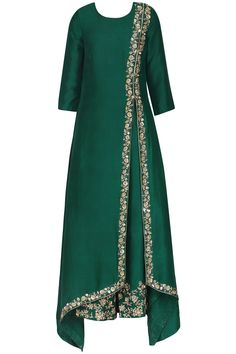 Emerald green embroidered kurta set available only at Pernia's Pop Up Shop. Emerald green embroidered kurta set available only at Pernia's Pop Up Shop. Abaya Fashion, Muslim Fashion, Indian Fashion, Fashion Dresses, Abaya Mode, Mode Hijab, Indian Dresses, Indian Outfits, Pakistani Dresses