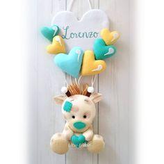 "Feltro e altro 🇮🇹 on Instagram: ""Il mio fiocco nascita con palloncini e giraffa per Lorenzo 💚  #pannolenci #fiocconascita #giraffa #felt #instafelt #feltlove #instagood…"" Felt Mobile, Baby Mobile, Felt Crafts, Diy And Crafts, Soft Toys Making, Felt Banner, Hanging Mobile, Felt Baby, Party Decoration"