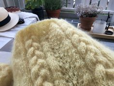 fikside – Strikkeoppskrift: Sunnivagenseren Shag Rug, Rugs, Knitting, Sweaters, Blog, Threading, Shaggy Rug, Tricot, Carpets
