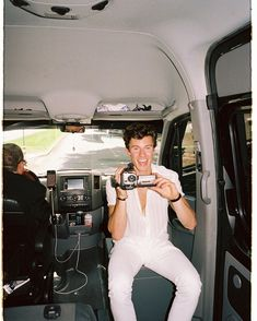shawn mendes in white is art Shawn And Camila, Shawn Mendas, Foto Gif, Bae, Chon Mendes, Mendes Army, Shawn Mendes Wallpaper, Beautiful Boys, My Boyfriend