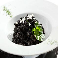 Black Rice Risotto Vegan Risotto, Veggie Recipes, Veggie Food, Black Dinner, Black Rice, Black Food, Brunch Party, Vegan Kitchen, Easy Food To Make