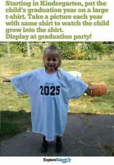 For my future kids: Put the kid's graduation year on a large t-shirt. Take a picture each year with same shirt to watch the kid grow into the shirt. Foto Fun, Graduation Year, Graduation Pictures, Grad Pics, Starting School, School Starts, Baby Kind, In Kindergarten, Kindergarten Graduation