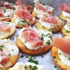 Ricotta and Prosciutto CrackersGREDIENTS 7 oz Happy farms® Ricotta Cheese 1 tbsp minced garlic 1½ tsp olive oil 3 ounces Specialty Select® Prosciutto 1 box Savoritz® Salt Crackers (about 45 crackers) Salt and pepper to taste Honey for drizzling Parsley