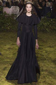 2017春夏高訂周系列報導:如夢似幻的花園迷宮,Maria Grazia Chiuri 首次執掌 Dior 高訂服 - The Femin