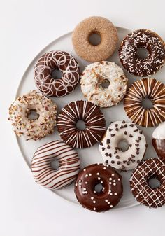 20 amazing donut recipes- 20 erstaunliche Donut-Rezepte Donuts are a type of fried or baked pastry that is used for dessert or for snacks. In many countries they are very popular. Mini Donuts, Cute Donuts, Baked Donuts, Donuts Donuts, Recipe Doughnuts, Dunkin Donuts, Delicious Donuts, Delicious Desserts, Dessert Recipes