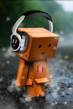 Singapore based photographer Anton Tang seems to have a terrific passion for the Danbo (cardboard box toy robot). Danbo, Monster Headphones, Box Robot, Amazon Box, Cute Box, Music Wallpaper, Exam Wallpaper, Amazon Wallpaper, Wallpaper Backgrounds