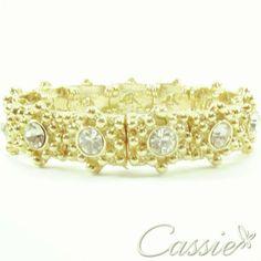 Pulseira Dourada; tipo bracelete, folheada a ouro com strass. Pode ser usada para fazer um pulseirismo elegante e fashion. #cassie #semijoias #instafashion #instagood #moda #fashion #look #love #amor #euquero #beautiful #pulseira #pulseirismo