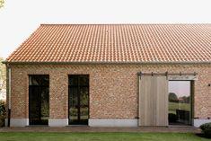 Simple House Design, Modern House Design, Barn House Conversion, House Cladding, Contemporary Barn, Barn Renovation, Brick Architecture, Farmhouse Remodel, Brick Design