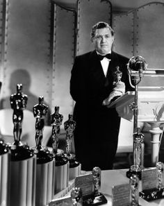 David O. Selznick (May 1902 - Jun. as he appeared at the 1939 Academy Awards ceremony, producer of the best picture Gone With the Wind. David O Selznick, Best Picture Winners, Steven Pressfield, Whisper In Your Ear, Vivien Leigh, Film Studio, Gone With The Wind, Great Films, Fiction Writing